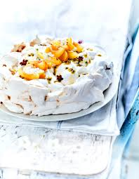 dessert pour 6 personnes pavlova crème fouettée aux fruits jaunes pour 6 personnes