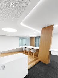 faux plafond bureau faux plafond avec motif design petits trous sympa pour cuisine