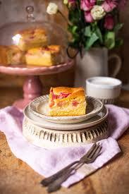 rhabarber kuchen blech mit pudding
