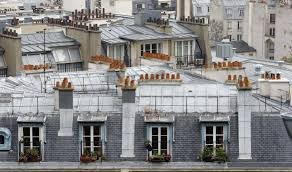 chambres de bonnes vivre dans une chambre de bonne sous les toits lutter contre les