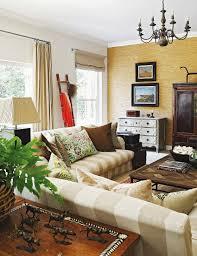 wohnzimmer in brauntönen im kolonialstil bild kaufen