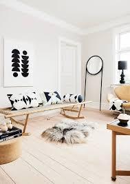 skandinavisch einrichten helles wohnzimmer mit schwarzen