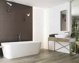 weiß grau und metall im badezimmer mit garderobe ceramika