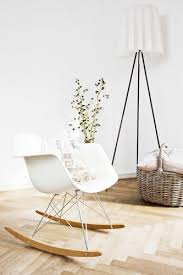 chaise a bascule eames les 25 meilleures idées de la catégorie chaise bascule sur