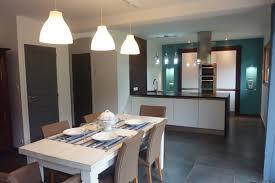 cuisine avec presqu ile maison indépendante spacieuse et lumineuse à 700m de la mer en