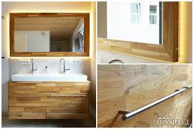 bad spiegel aus eichenholz mit indirekter led beleuchtung