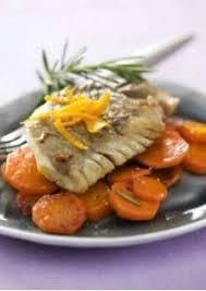faire revenir en cuisine éplucher les carottes et les couper en fines lamelles les faire
