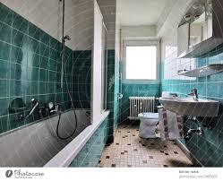 schöner wohnen im badezimmer mit grün und weiß in deiner