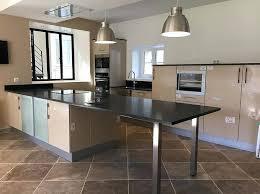 plan de travail cuisine sur mesure cuisine sur mesure plans de travail table en granit table en
