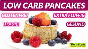 low carb pancakes so machst du gesunde und fluffige keto soufflé pancakes mit kokosmehl