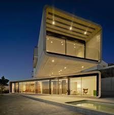 100 Cantilever Homes Concrete House Extends 32 Feet Over The Pool