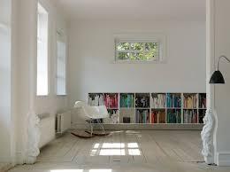 skulpturen im durchgang zum wohnzimmer bild kaufen