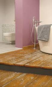 alter dielenboden kommt im neuen bad gut zur geltung