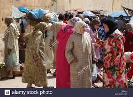 women wearing scarves stock photos u0026 women wearing scarves stock