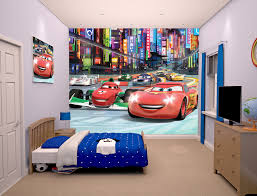 chambre garcon cars papier peint walltastic disney cars sur room