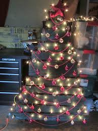 S Ideas Painting U Painted Pallet Christmas Tree Holiday Decorations