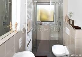 kleines badezimmer nach renovierung fototapete