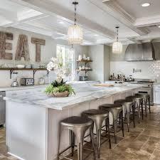 lettre cuisine en bois lettres en bois dans une cuisine de bistrot moderne kitchens