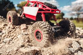 100 Rc Pulling Truck Suv Through Rocky Landscape Small Crawler Riding Stock