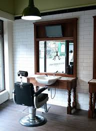 Salon Decorating Ideas Budget by Best 25 Small Salon Ideas On Pinterest Small Hair Salon Nail