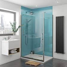 hellblaue wandgestaltung in duschkabine aus acrylplatten und