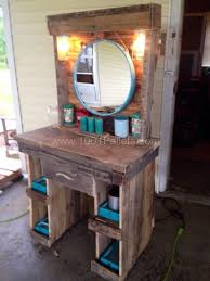 Elegant Rustic Vanity Table With Makeup Made From Reclaimed Wooden Pallets Pallet Ideas