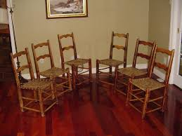 SET OF PRIMITIVE CHAIRS IN THE CAPUCINE MANNER Canadian Pine Wood Furniture