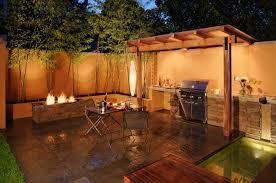 cuisine ete bois design exterieur cuisine d été extérieure ouverte foyer extérieur