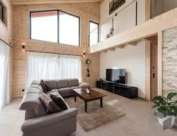 wohnzimmer mit galerie und offener geschossdecke wohnen