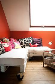 joli canapé fabriquer un joli canapé avec des palettes en bois
