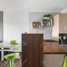 klein aber stilvolle küche verbunden wohnzimmer design