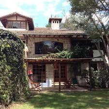 Casa grande y cómoda con jardines árboles frutales 4 dormitorios