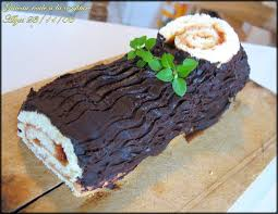 comment decorer une buche de noel gâteau roulé à la confiture bûche de noël délices d alyss