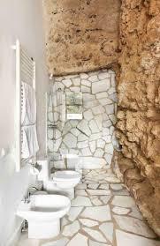 naturstein boden und wände für ein modernes haus in einer