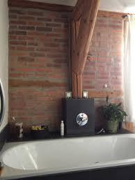 backsteinwand im badezimmer