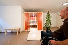 barrierefreie infrarotkabinen für rollstuhlfahrer sauna