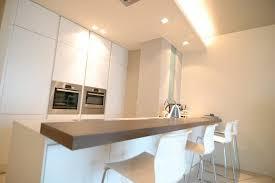 plan de travail cuisine am駻icaine cuisine bar moderne fonc en corian plan de travail bar cuisine