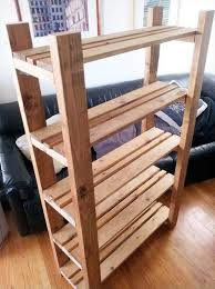DIY Repurposed Pallet Bookcase
