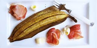 cuisiner des bananes plantain banane plantain au four au beurre salé et charcuterie recette