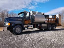 100 Commercial Truck Auctions 99 MACK CL713 FUEL LUBE SERVICE TRUCK FSBO