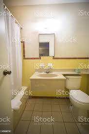 günstigen motel badezimmer stockfoto und mehr bilder amerikanisches kleinstadtleben