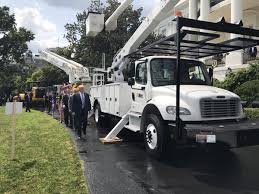 Altec Bucket Truck Showcased At 'Made In America' Day At White House Bucket Truck Ford F550 With Lift Altec At37g Great Deal Aa755 2006 Intertional 4300 4x2 Custom One Source 06 F550 W Boom 75425 Miles F450 35 Trucks Altec A721 Arculating Novcenter Bucket Truck Sn 0902c1 American Galvanizers Association 2008 Gmc C7500 Topkick 81l Gas 60 Boom Forestry 2011 4x4 42ft M31594 Forestry Youtube Lot Shrewsbury Ma Aa755l Material Handling 2004 At35g 42 For Sale By