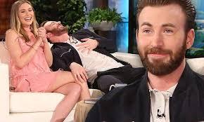 Captain America Civil Wars Chris Evans And Elizabeth Olsen Joke About Romance Rumors