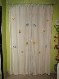 rideau pour chambre bébé rideaux chambre de bébé thème savane les deux mains de mamounette