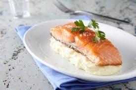 cuisiner pavé saumon recette de pavé de saumon mi cuit purée de pommes de terre facile