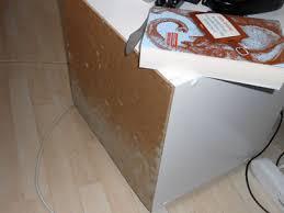 schimmel im schlafzimmer sachverständige zeigt wo es schimmelt