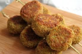 cuisiner les poivrons verts croquettes de poivron vert courgette et flocons d avoine avec ou