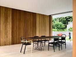 modernes offenes wohnzimmer mit essbereich und regal als