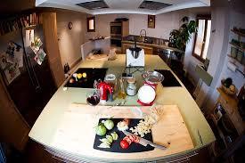 len re cours de cuisine cuisine aménagée à disposition de nos hôtes et pour les cours de