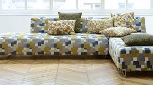 tapisser un canapé plein feux sur les tissus d ameublement